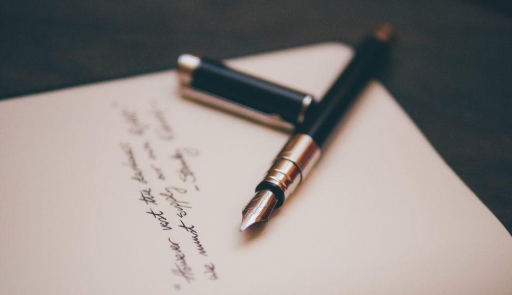 いまさら聞けない!!筆記体の書き方のコツやおしゃれに書くポイントは?