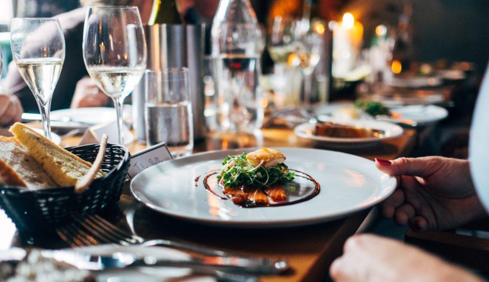 レストランで英語の予約や注文はもう怖くない!表現やポイントを解説!