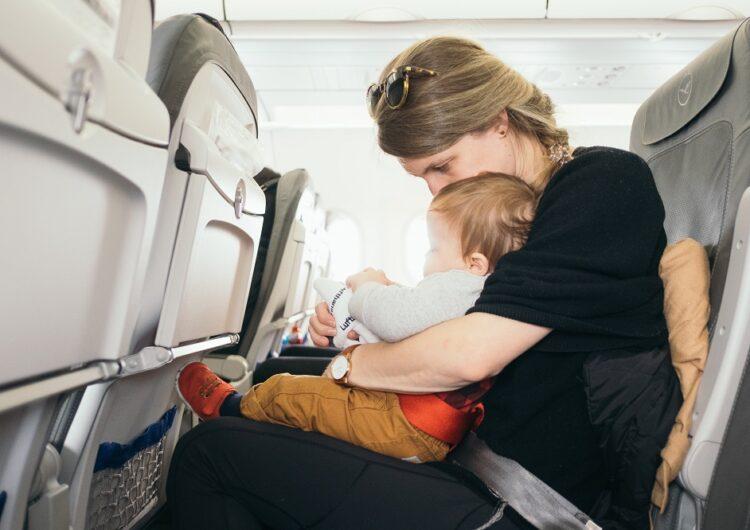 子供(乳幼児)を飛行機に乗せる時に準備したいおもちゃ