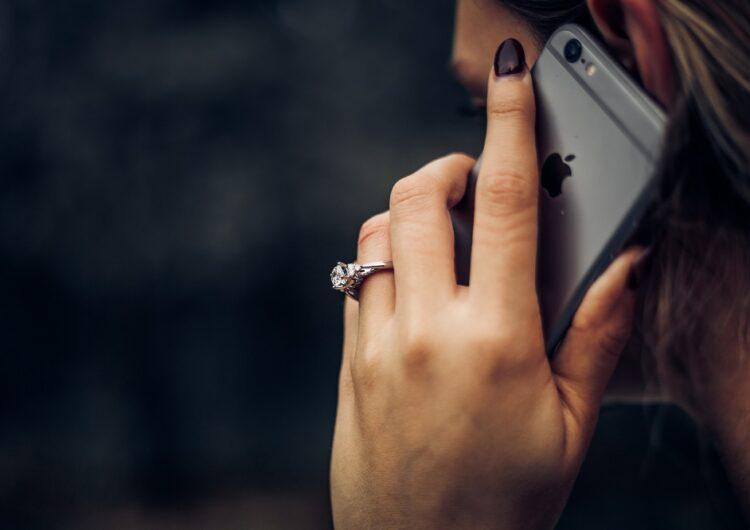 英語の電話は怖くない!すぐ使える便利な表現も紹介!